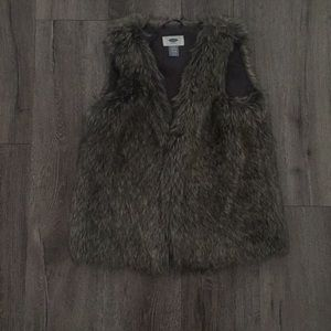 Old navy fur vest • girls size 10/12